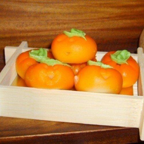 Кутийка с тиквички от разкошен белгийски шоколад с лешници и ръчно изработени тиквички от бадемова паста